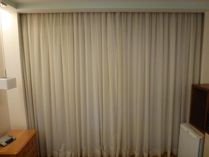 Cortinas em goiania persinas envidracamento de varanda box for Catalogo de cortinas para sala